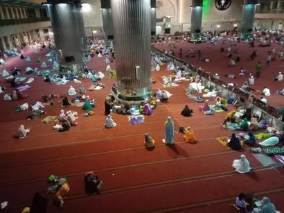 Kisah Para Musafir Ramadan di Istiqlal