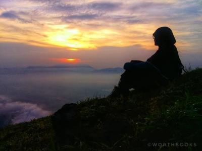 Puisi | Semestinya