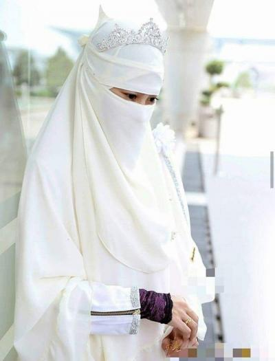 10 Ciri Istri yang Dirindukan Surga dan Didambakan Suaminya