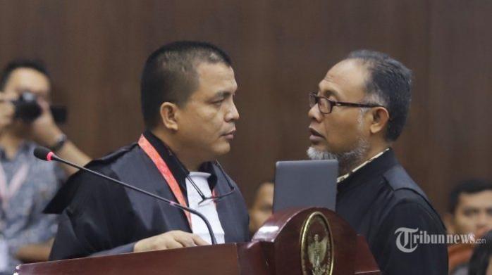 Ketika Bambang Widjojanto dan Denny Indrayana Membeli Roti di Toko Besi