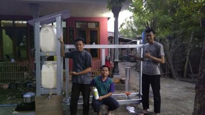 Mahasiswa UB Kurangi Limbah Organik di Sungai Pasuruan dengan Alat Sprolina
