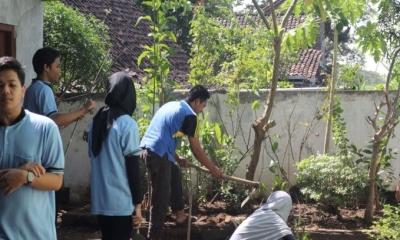 Desa Terjaga dengan Toga