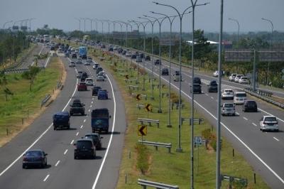 Banyak Pengguna Jalan Tol Tidak Taat Aturan Sebabkan Kemacetan
