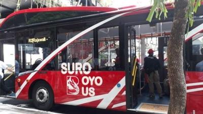 Naik Bus Suroboyo, Bayarnya Cukup dengan Botol Plastik Bekas