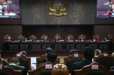 Dua Pengamat Ini Nilai Hakim MK Sulit Menangkan Prabowo-Sandi, Mengapa?
