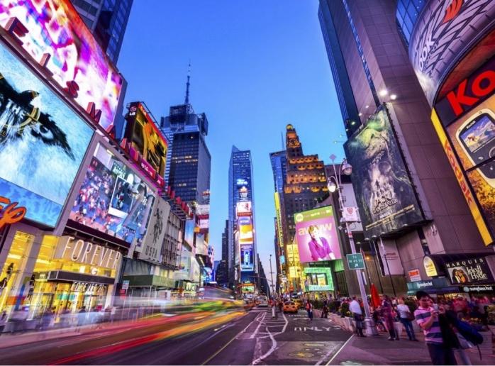 Pemasangan Lampu Warna-warni pada Landmark Kota, Selalukah Indah?