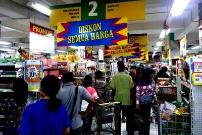 Kalap Berburu Diskon Semua Produk di Supermarket Giant