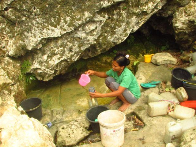 Dilanda Kekeringan, Warga Desa Mata Weelima Berjuang demi Dapatkan Air