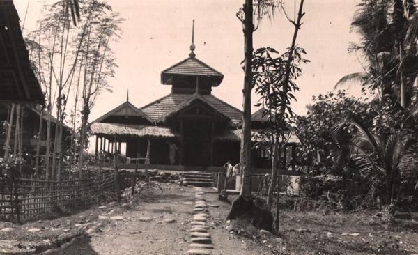 Hakim, Pandai Besi, dan Para Penguasa Dunia Melayu