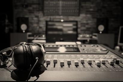 5 Modal Awal Menjadi Penyiar Radio