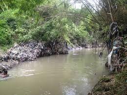 Di Pinggir Sungai (1)
