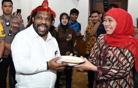 Mengenal Lenis Kogoya, Kepala Suku dan Pembawa Pesan dari Jokowi