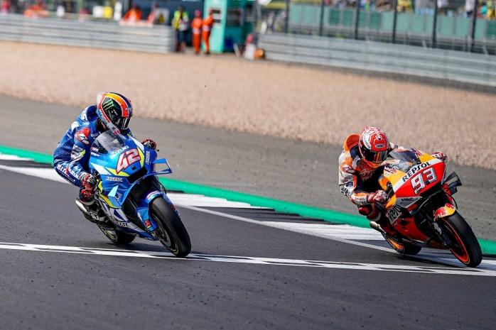 Kalahkan Marquez di Garis Finis, Alex Rins Jadi Juara MotoGP Inggris