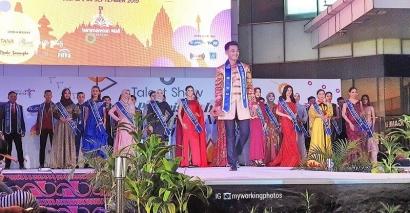 Meliput Parade Kostum Finalis Putra Putri Pariwisata Nusantara 2019