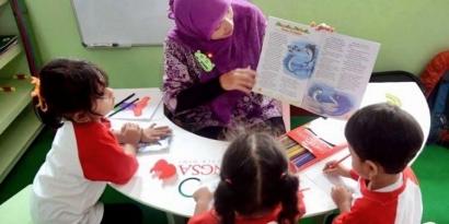 Guru PAUD Tidak Perlu Mengajar Baca Tulis? Wow, Bisa-Bisa Anak Makin Pincang!