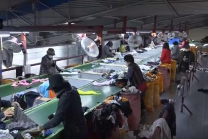 Beginilah Proses Pernyortiran Pakaian Bekas di Korea