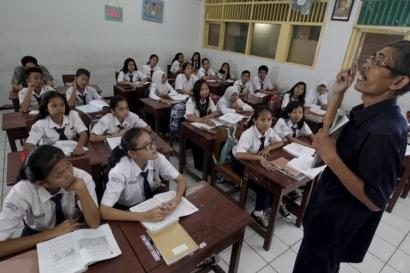 Mendikbud Bakal Naikkan Gaji Guru Honorer, Kenangan Akhir Jabatan atau Sekadar Hiburan?