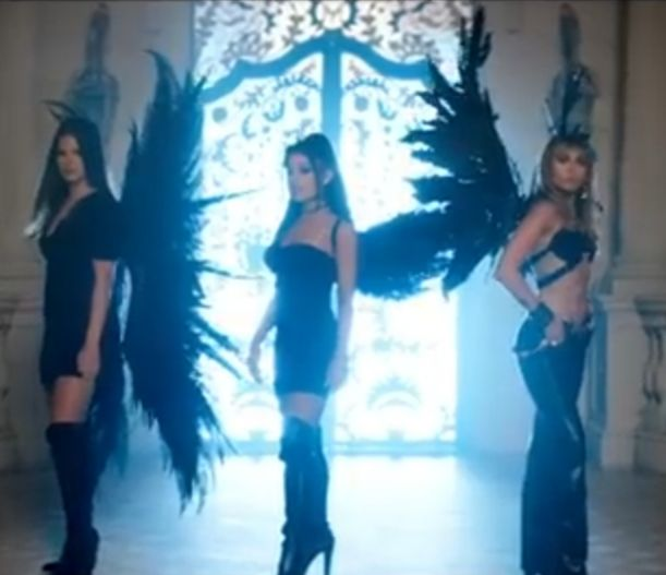 """Don't Call Me Angel"" Soundtrack ""Charlie's Angels"" yang Dibawakan Tiga Penyanyi Cantik"