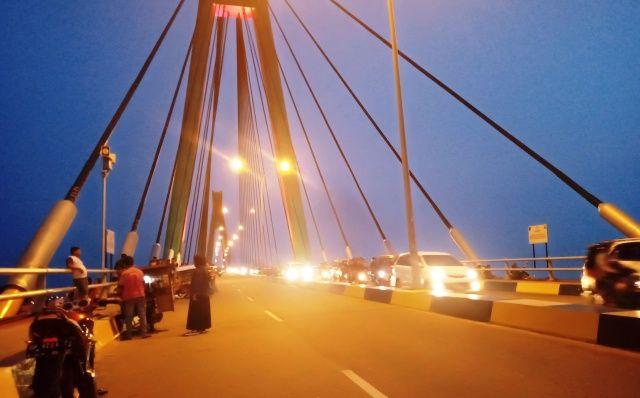 Sepotong Sore di Jembatan Barelang