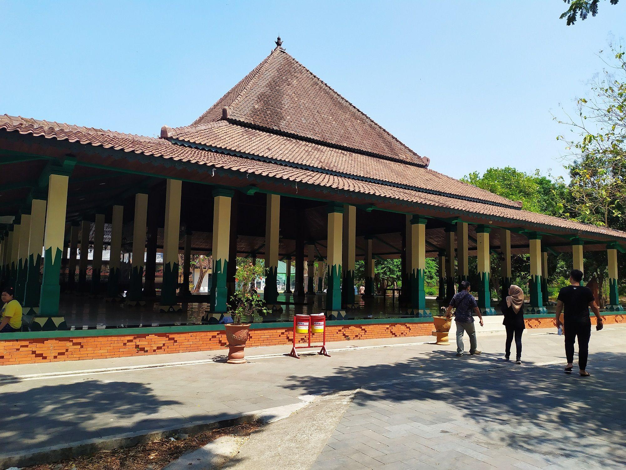 Serba-serbi Serunya Berburu Kuliner hingga Jelajah Wisata Sejarah di Cirebon