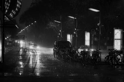 Puisi   Di Tubuh Hujan