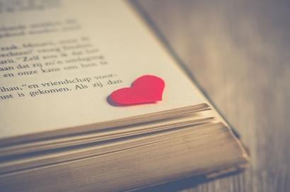 Puisi   Kekasihku Bilang, Tak Gampang Jatuh Cinta