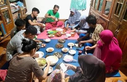 Duduk di Bawah; Tradisi Lokal Penuh Makna dari Desa Limapoccoe