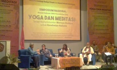 Simposium Nasional: Yoga dan Meditasi, Terapi Komplementer Warisan Budaya untuk Kesehatan Holistik
