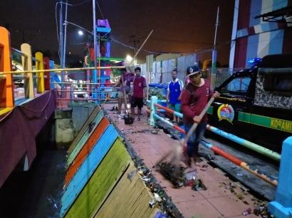 Siaga Bencana Banjir, Prajurit TNI di Sukolilo Surabaya Rutin Pantau Ketinggian Debit Air