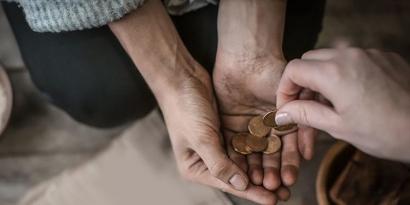 Pak Menteri, daripada Usul Fatwa Orang Kaya Nikahi Orang Miskin, Mending Ajak yang Kaya Bersedekah!