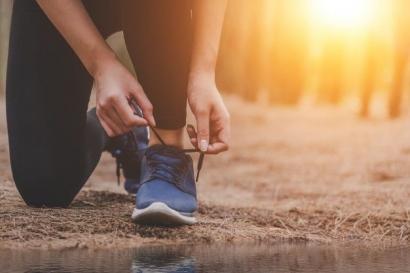 3 Tips Olahraga Minimalis Selama Ramadan: Stretching, Cecaring, and Bird-Watching