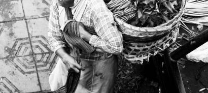 Cerpen   Dua Orang Buruh Gendong