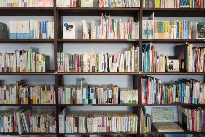 Belajar Mencintai Buku Tanpa Harus Memiliki