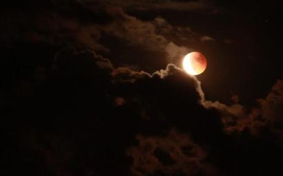Bulan di Atas Rumahku