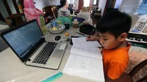 """Belajar """"Via"""" Daring Belum Cocok untuk Kondisi dan Kultur Indonesia, Benarkah Tahun Ajaran Baru 2020/2021 Tetap 13 Juli?"""