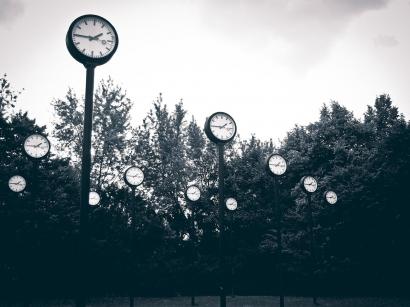 Puisi   Menghadap Waktu