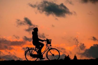 Puisi   Sepeda, Kita, dan Kenangan