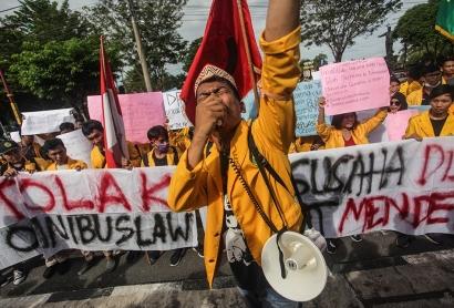 Ketika Public Figure Berada di Pusaran Konflik Omnibus Law