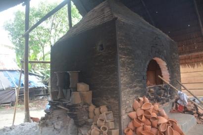 Membuat Gerabah, Tradisi Kuno yang Masih Bertahan