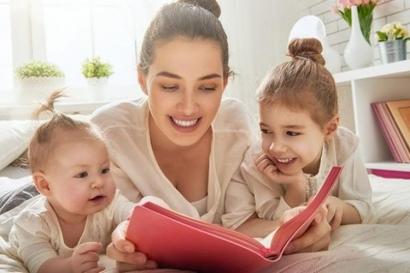 Yuk! Ketahui 5 Manfaat Membacakan Buku untuk Anak