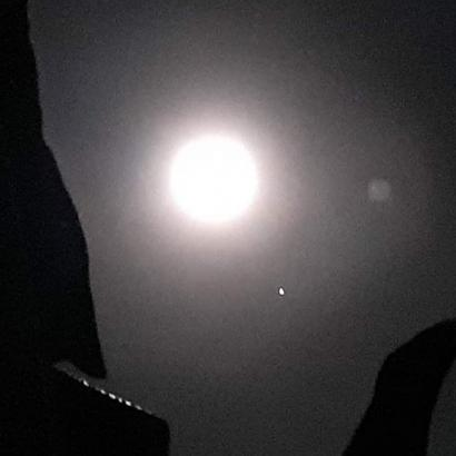 Dinding Malam Hilang Terkena Terang Bulan