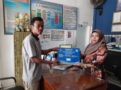 Senyum Bahagia Sofyan, Pemuda Lulus Kejar Paket C