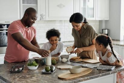 3 Urusan Rumah Tangga Ini, Biasa Ayah Lakukan di Keluarga Kami
