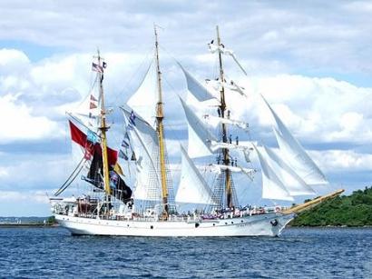 Sang Penakluk Samudera di Osaka Sail
