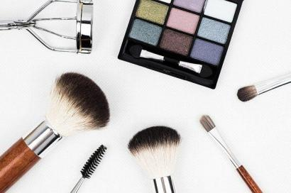 WFH Bikin Hemat Pos Kosmetik dan Pakaian