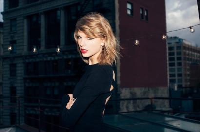 Taylor Swift, Raih Penghargaan Melalui Kisah Asmaranya