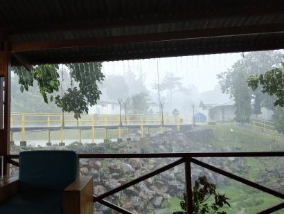 Mantel Hujan untuk Bapak