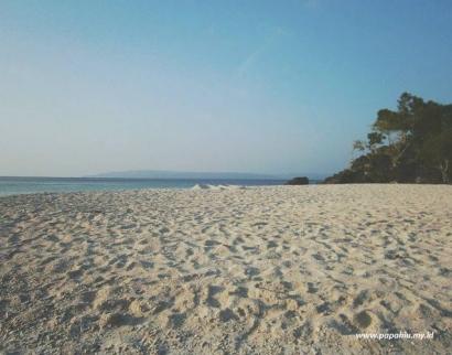 Bambarano, Pantai Perawan di Ujung Muara Danau