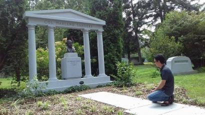 Si Pendiri KFC yang Membumi di Cave Hill Cemetery