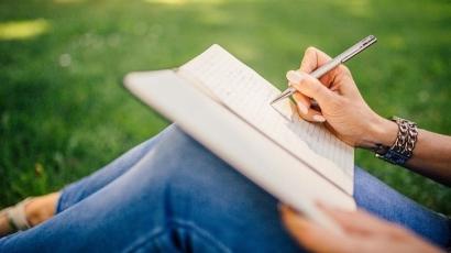 Akhir Tahun, Asyik Belajar Menulis bersama Khrisna Pabichara